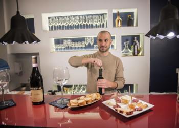 Aperitivo vino e prodotti tipici